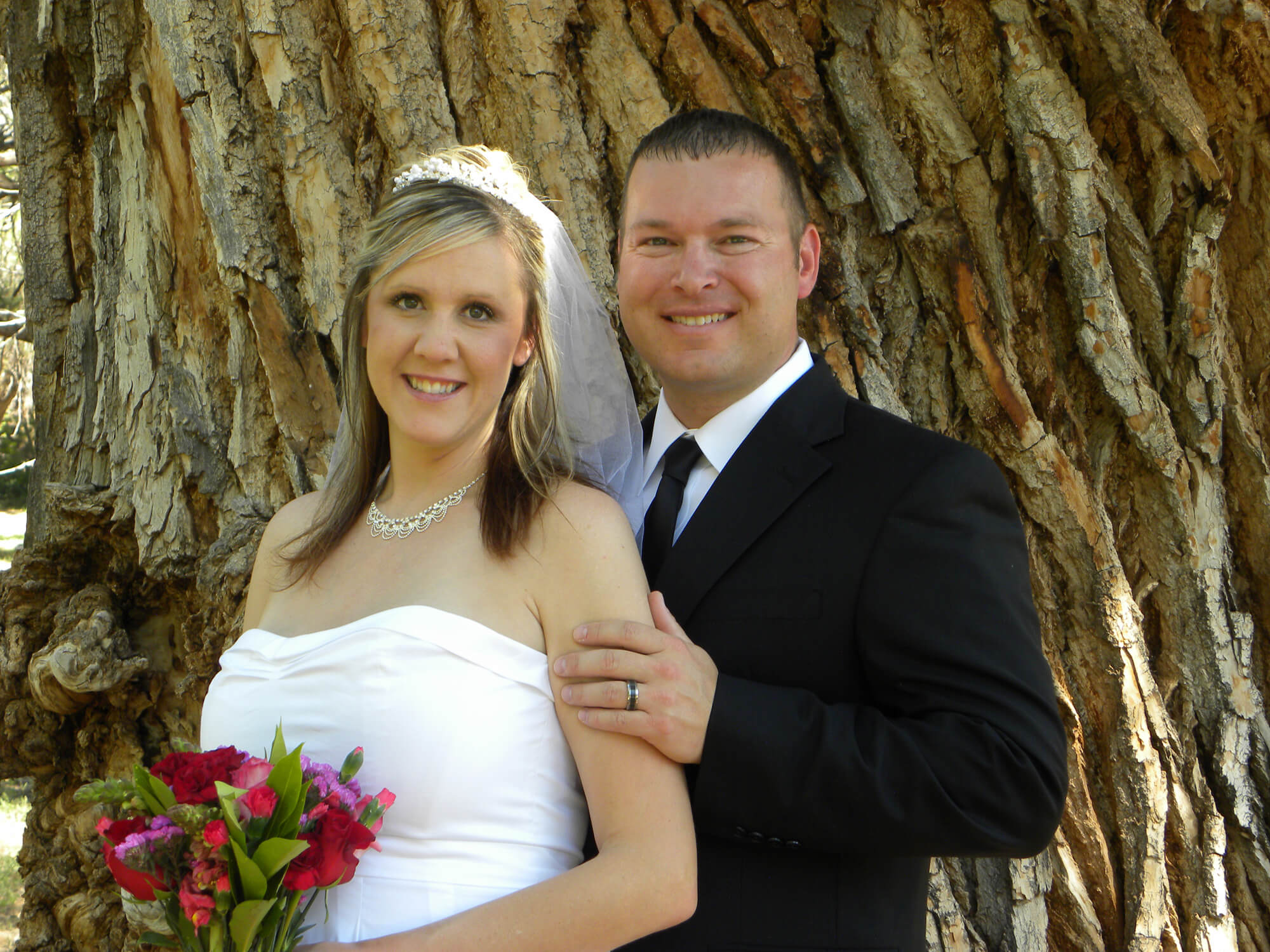Newly married couple in front of the Wedding Tree in Sedona