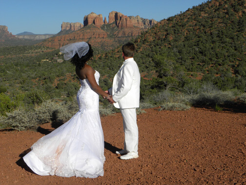 lovers knoll a popular wedding venue hosts a bride and groom